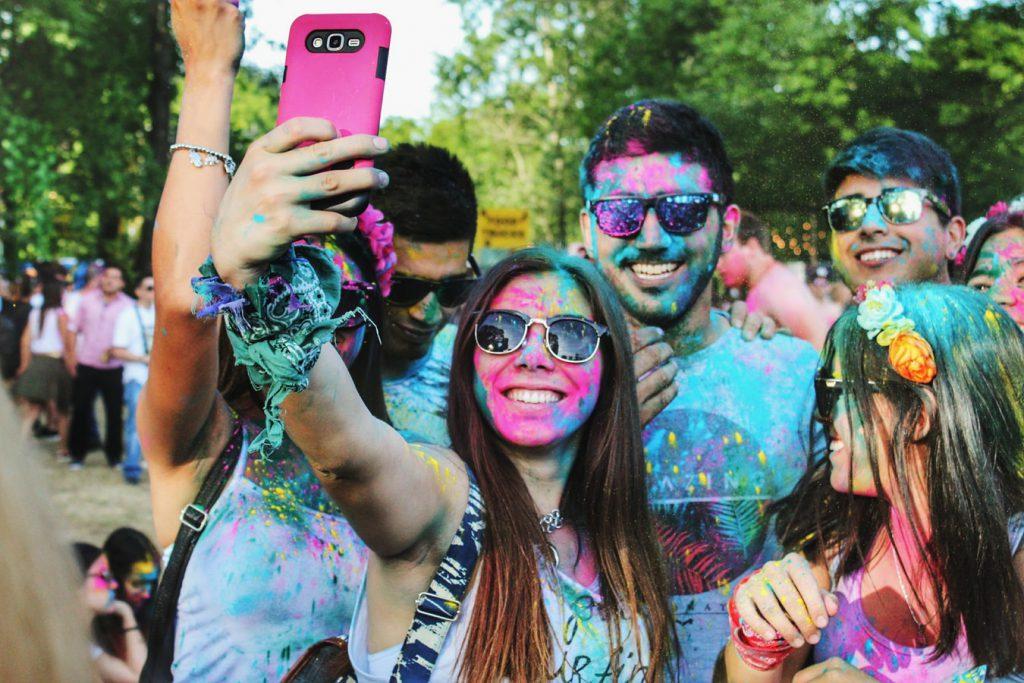 Xu hướng chụp ảnh selfie style cả đám